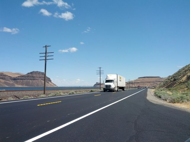 [Snapshot: along the Columbia River US 730 E/old US 395 N]